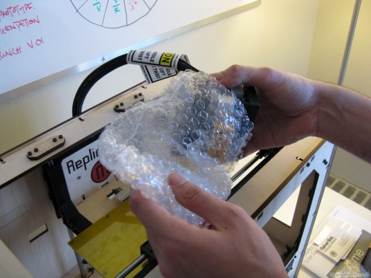 MakerBot Replicator Unboxing - Extruder Bubble Wrap
