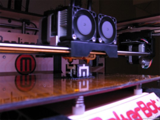 MakerBot Replicator Unboxing - First Print
